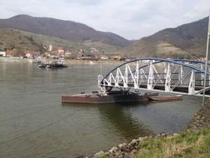 Fähre über die Donau